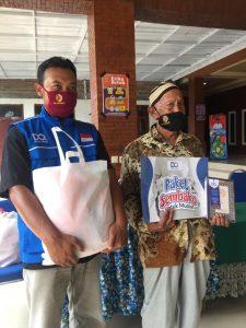 DQ Bagikan Puluhan Sembako untuk Mualaf Desa Ngembat Mojokerto