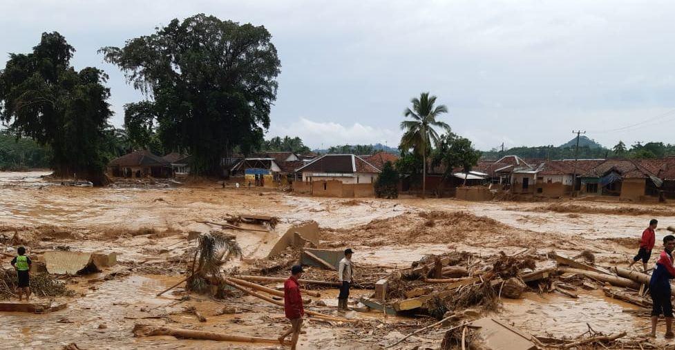 DQ Salurkan Bantuan pada Pengungsi Banjir di Lebak Banten