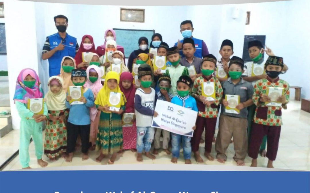 Penyaluran Wakaf Al-Qur'an Warga Singapura Di Mojokerto