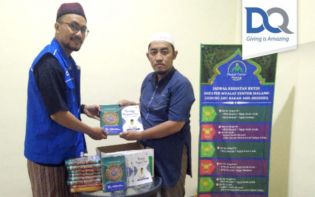 Penyaluran Wakaf Al-Quran dan Alat Sholat Untuk Mualaf