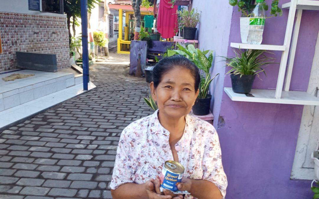 DQ Probolinggo Bagikan Paket Kornet untuk Warga