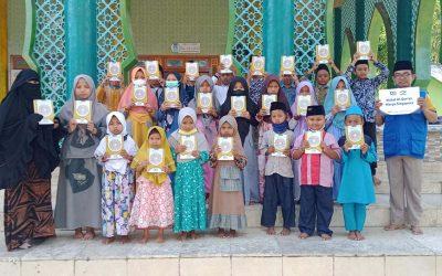 DQ Pamekasan Salurkan Wakaf Al-Qur'an untuk Yatim Dhuafa