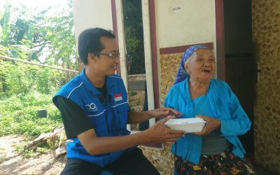DQ Mojokerto Bagikan Sedekah Nasi untuk Lansia dan Janda Dhuafa